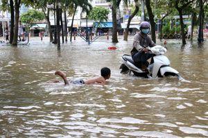 Cần Thơ khẩn cấp ứng phó triều cường, nhiều nơi chìm trong biển nước