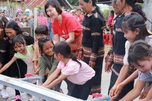 Người dân Mang Yang hân hoan đón nguồn nước sạch về bản làng