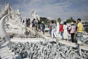 Thái Lan: Đồng baht đi lên, du lịch đi xuống