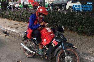 Hà Nội cảnh báo ô nhiễm không khí: Người dân ra đường bịt kín như Ninja