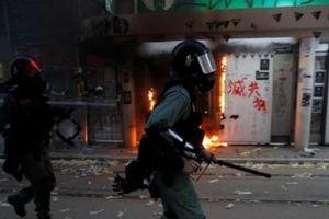 Hong Kong: Cảnh sát bắn đạn thật vào một thiếu niên
