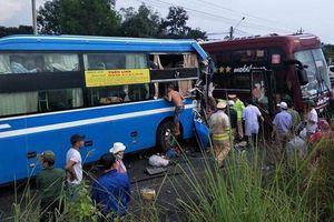 Hai xe khách va chạm nhau, 7 người bị thương