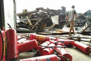 Hiện trường vụ cháy chợ Còng khiến hàng trăm gian hàng bị thiêu rụi