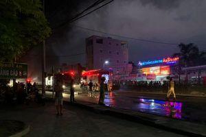 Thanh Hóa: Cháy chợ Còng, hàng trăm ki ốt bị thiêu rụi