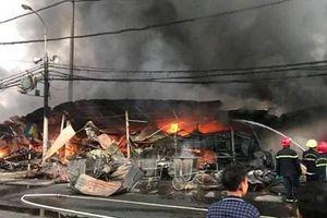 Cháy dữ dội ở chợ Còng - Thanh Hóa