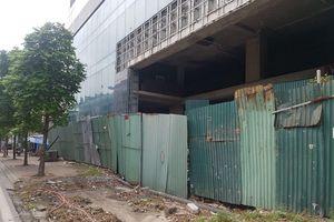 Bức xúc hàng loạt bất động sản 'bất động' giữa Hà Nội