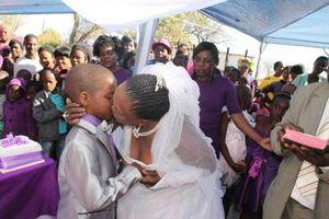 Chuyện thật như đùa: 'cháu' cưới 'bà' để trốn nghĩa vụ quân sự
