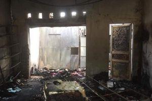 Bỏ 20 triệu đồng thuê người ném bom xăng, đốt nhà 'tình địch' vì ghen