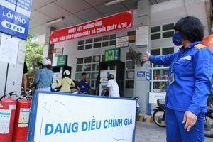 Giá xăng tăng mạnh gần 1.000 đồng sau 4 lần giảm giá