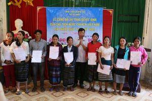 Nhập quốc tịch cho 350 người Lào sinh sống tại Quảng Trị