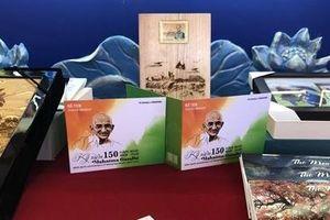 Phát hành bộ tem về lãnh tụ Ấn Độ Mahatma Gandhi