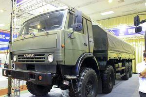 Cận cảnh bộ ba xe tải quân sự ở Hà Nội, có thể kéo xe tăng, tên lửa