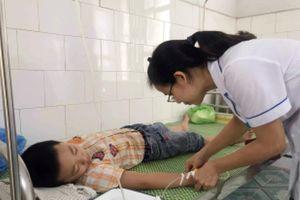 Sau bữa ăn bán trú, 70 học sinh tiểu học ở Hải Dương nhập viện