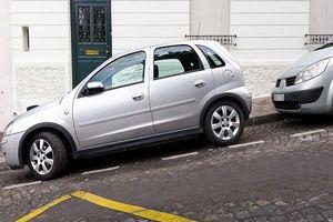 Cách đỗ xe số sàn và số tự động để không bị trôi xe
