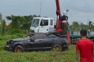 Tiếng nẹt pô lớn trong đêm chiếc Mercedes lao xuống rạch