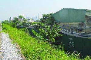 Ngang nhiên chiếm đất hành lang đường sắt làm bãi để xe