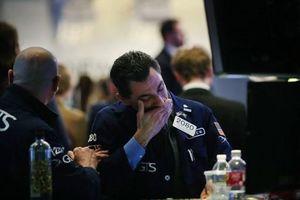 Giới đầu tư hoảng loạn, bán tháo ồ ạt