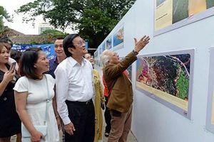 Nhà báo Giản Thanh Sơn triển lãm và ra mắt sách 'Không ảnh đảo và bờ biển Việt Nam'