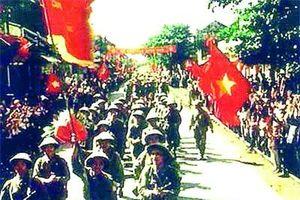 Phố bích họa Phùng Hưng tái hiện cảnh đoàn quân trở về
