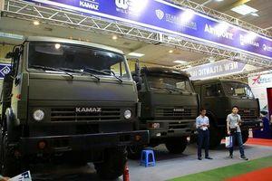 Tận mắt mẫu xe chuyên chở xe tăng, tên lửa hiện đại hàng đầu ở Hà Nội