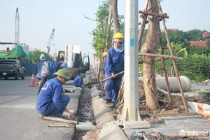 Cận cảnh: Công nhân gấp rút hoàn thiện tuyến đường Vành đai 3 trước ngày thông xe