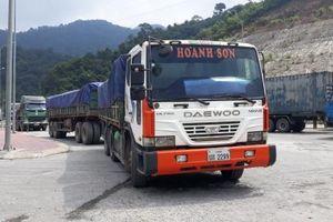 Xe tải trọng biển kiểm soát Lào 'đại náo' đường Việt: Cơ quan chức năng 'bất lực'?
