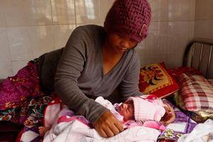 Campuchia được hỗ trợ tiền nuôi con cho nữ công nhân