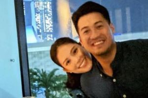 Phillip Nguyễn - Linh Rin ôm nhau xem show Shawn Mendes ở Singapore