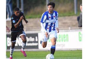 Văn Hậu khó có suất đá chính trước PEC Zwolle