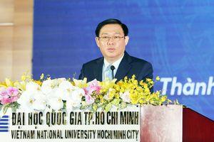 Phó Thủ tướng Vương Đình Huệ nói chuyện với sinh viên về tự chủ đại học