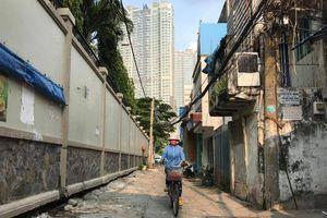 Lo nhà biến thành... hầm chứa nước khi nâng đường Nguyễn Hữu Cảnh