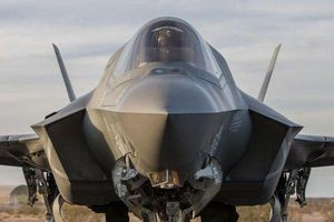 Cuống cuồng 'huấn luyện' cách chiến đấu cho F-35, Mỹ có khắc chế được sức mạnh khủng khiếp từ S-400 của Nga?