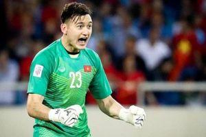 Thủ thành tuyển Việt Nam cảnh báo đồng đội trước trận gặp Malaysia