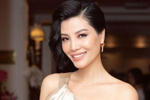 Cựu siêu mẫu Vũ Cẩm Nhung ra mắt tự truyện, tiết lộ 20 lần làm thụ tinh nhân tạo
