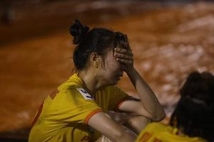 Clip: Cầu thủ nữ Hà Nam 'khóc như mưa' khi thua trận ở giải VĐQG nữ