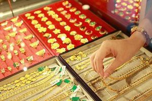 Giá vàng hôm nay (6/10): Nhà đầu tư vẫn lãi lớn
