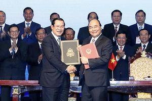 Thủ tướng Nguyễn Xuân Phúc và Thủ tướng Hun Xen đồng chủ trì Hội nghị tổng kết công tác phân giới cắm mốc biên giới đất liền
