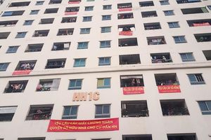 Nhiều tòa nhà ở HH Linh Đàm treo băng rôn đòi sổ hồng