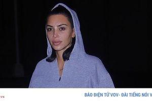Kim Kardashian lộ lớp trang điểm loang lổ khi ra phố mua kem