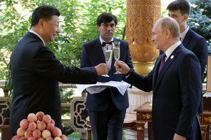 TT Putin đến rừng Siberia trước sinh nhật thứ 67