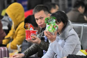 Nỗi lo khi dân Trung Quốc mua nhiều mỳ ăn liền