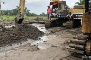 Bất chấp 'lệnh' UBND tỉnh, doanh nghiệp bơm cát gây thiệt hại cho dân