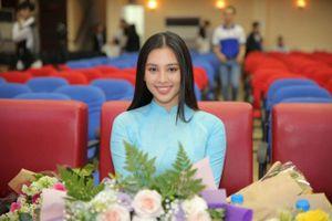 Hoa hậu Tiểu Vy rạng rỡ dự khai giảng, làm đại sứ sinh viên trường