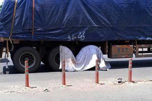 Xe máy va chạm xe đầu kéo, một người tử vong tại chỗ