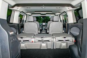Ford Tourneo giá cao nhất 1,069 tỷ đồng được trang bị những gì ?