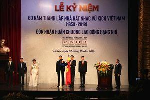 Nhà hát Nhạc Vũ Kịch Việt Nam đón nhận Huân chương Lao động hạng Nhì