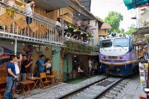 Dẹp bỏ cà phê đường tàu là kìm hãm phát triển du lịch?