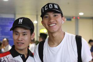Văn Hậu tươi cười trở về Hà Nội, sẵn sàng đối đầu Malaysia