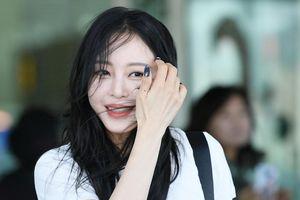 Nữ diễn viên U40 lấn át Jennie Black Pink khi xuất hiện ở sân bay