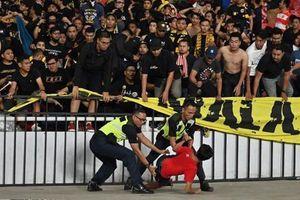 Indonesia thoát án phạt nặng từ FIFA sau vụ tấn công CĐV Malaysia